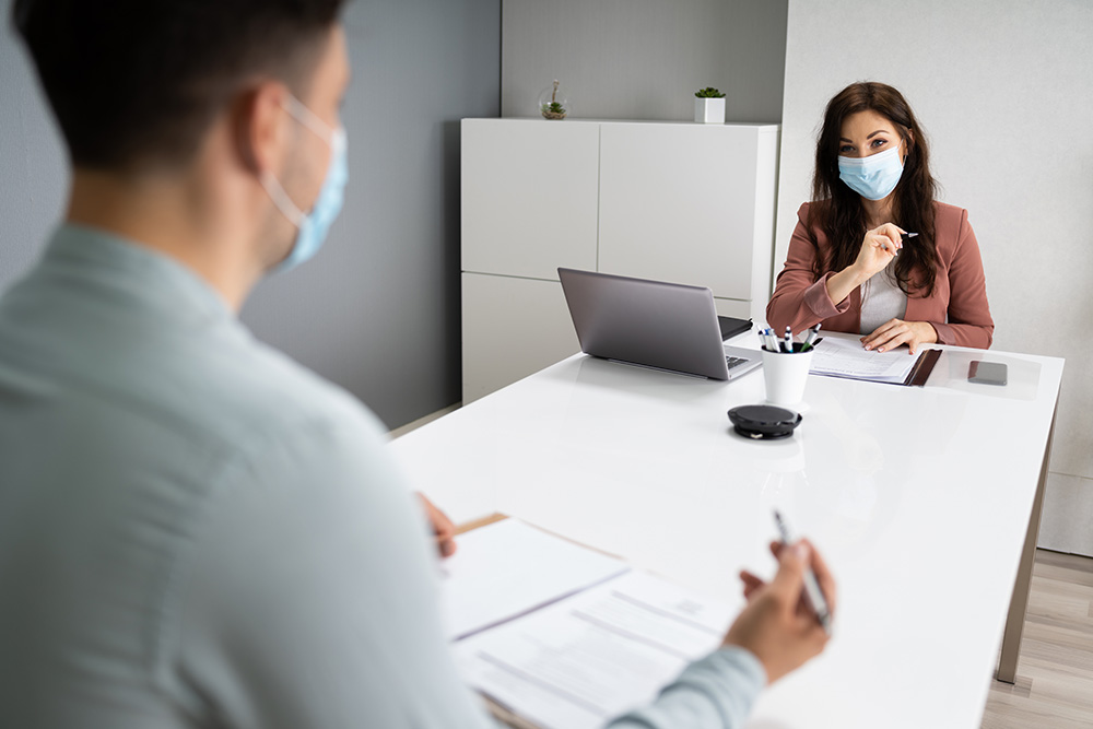 PPE OFFICE 2 PEOPLE WITH MASKS